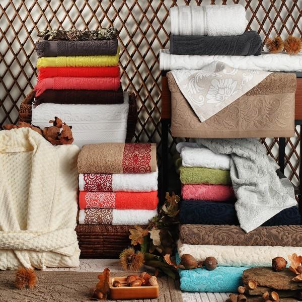 Gama de artículos de baño en rizo - varios diseños y calidades. Toallas de tocador, toallas de baño y spa, alfombras de baño y albornoces.