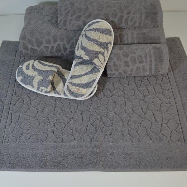 Gama de artículos de baño en rizo - varios diseños y calidades. Toallas de tocador, toallas de baño y SPA, alfombras de baño y albornoces. Elija buenas prácticas y técnicas sostenibles