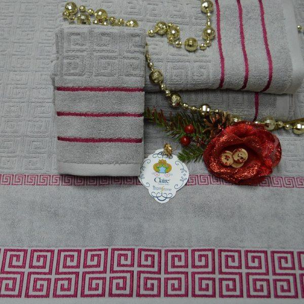 Toallas de baño en rizo 100% algodón con cenefa decorativa contrastante.