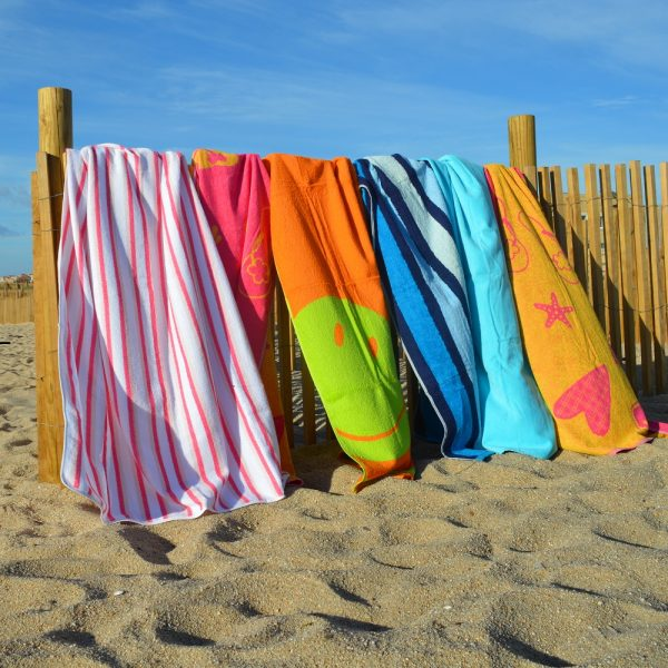 Toallas de piscina o playa 100% algodón. Se puede hacer en varios diseños y colores.