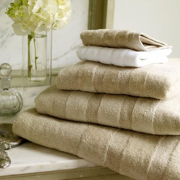 Toallas de baño de algodón / lino con cenefa jacquard ton / ton. Se puede hacer en varios tamaños - siempre en colores naturales.