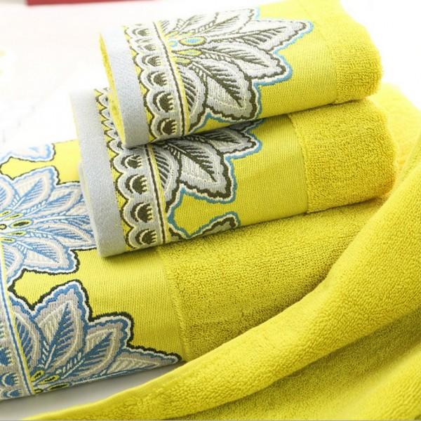 Toallas de baño en rizo 100% algodón con cenefa jacquard decorativa contrastante. Varios tamaños y colores.